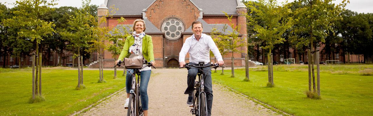 Judith en Geert op de elektrische fiets